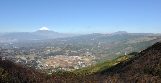 丹那断层与丹那、田代盆地的地貌、富士、箱根、爱鹰火山的地貌景观